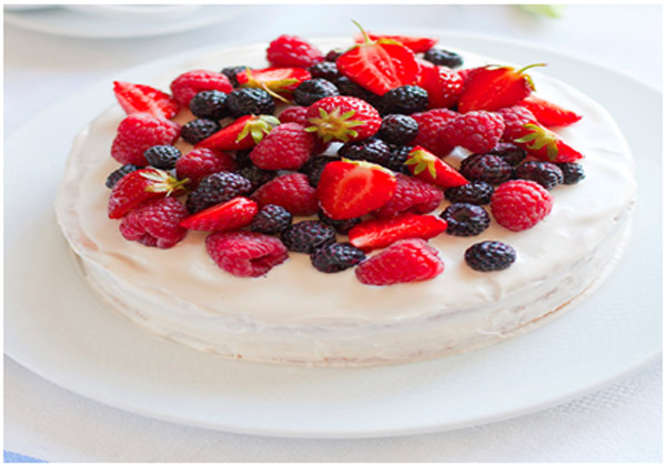 Topping with berries