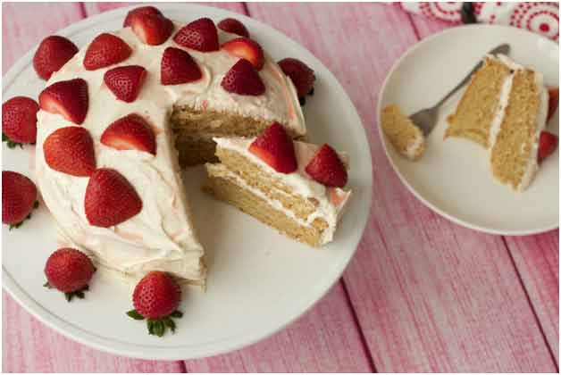 Vanilla cake with strawberry topping