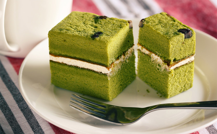 Green Tea With Red Bean Cake