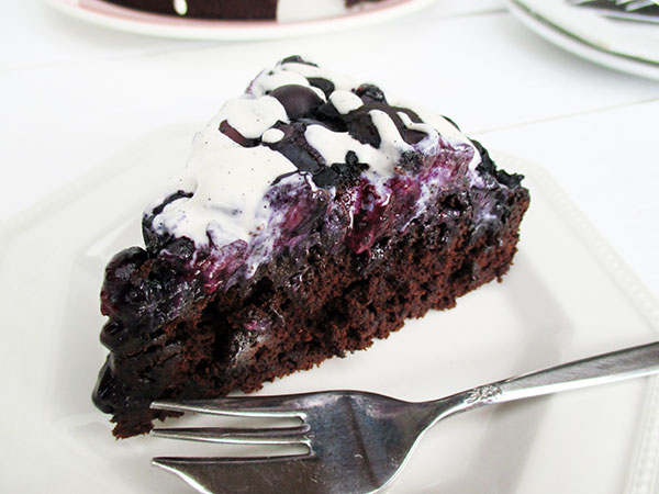 Dark Chocolate Cakes With Blueberry