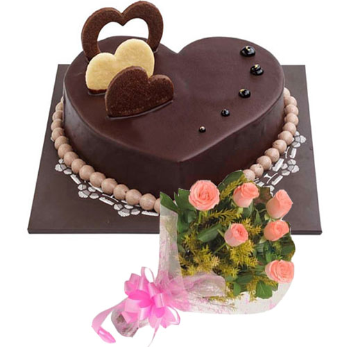 chocolate-heart-cake-6-pink-roses