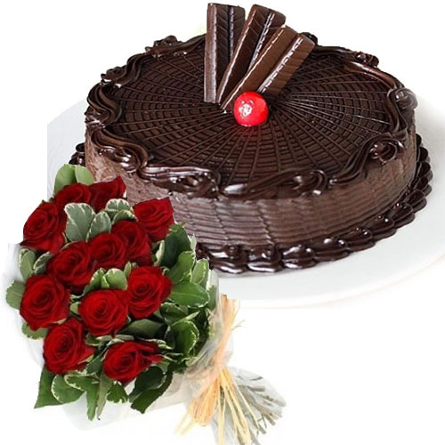imperial-crunch-cake-12-red-roses